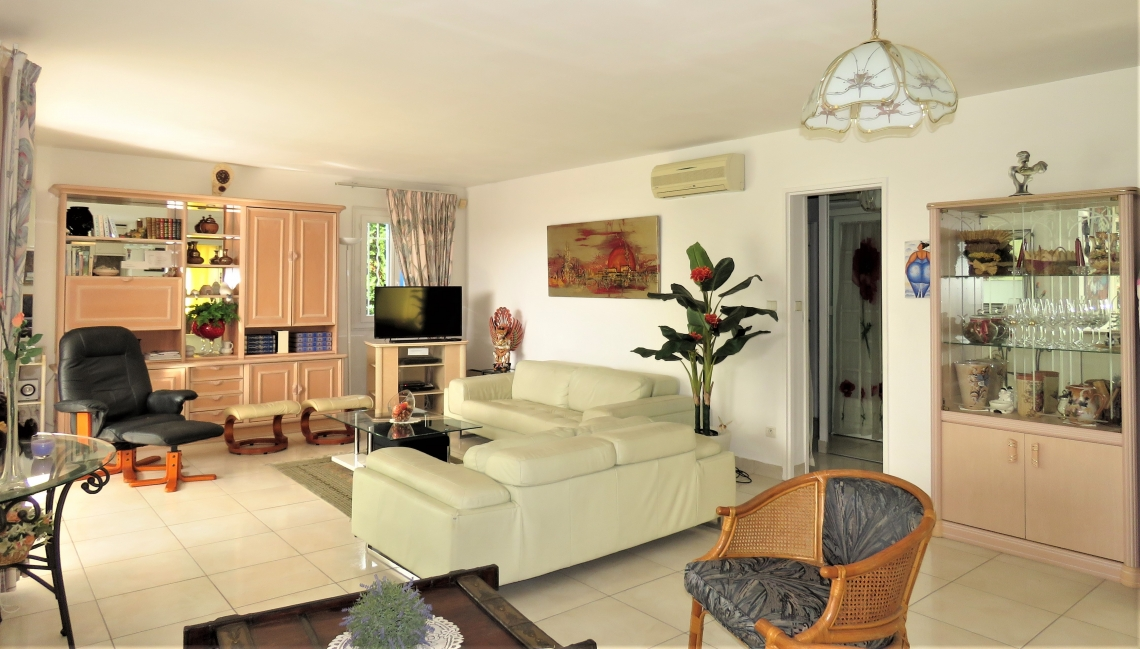 Salon Villa Sud Beauvallon Properties